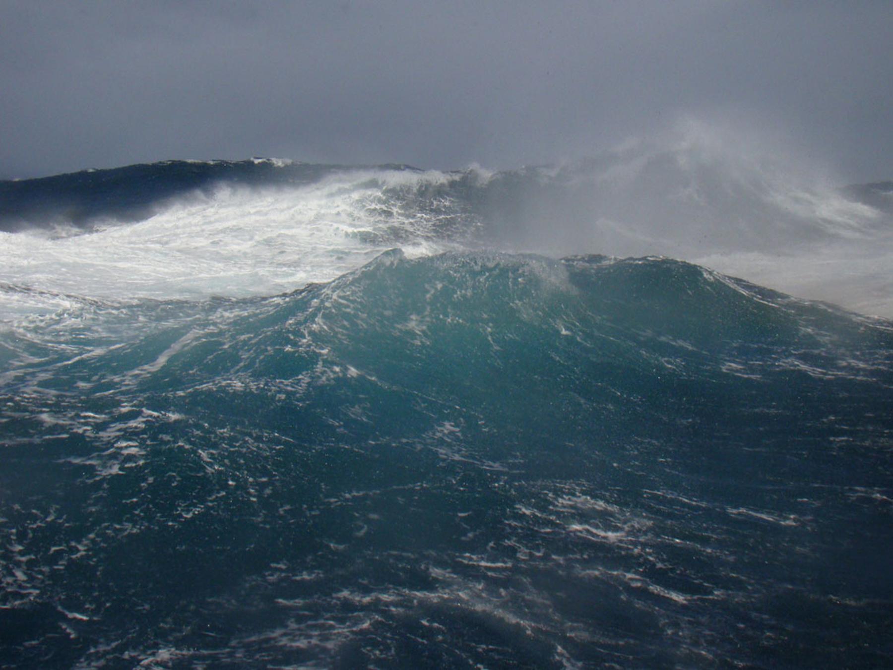 A big wave. Photo: Margrith Ettlin, Alfred Wegener Institute